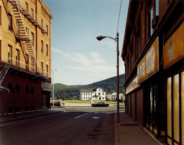 Холден-стрит, Норт-Адамс, Массачусетс, 1974. Автор Стивен Шор