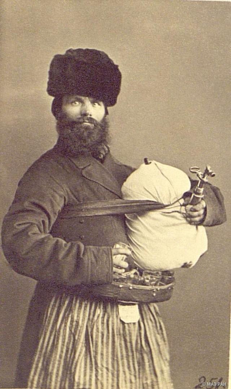 Продавец сбитня. Санкт-Петербург, 1860-е. Автор В. А. Каррик