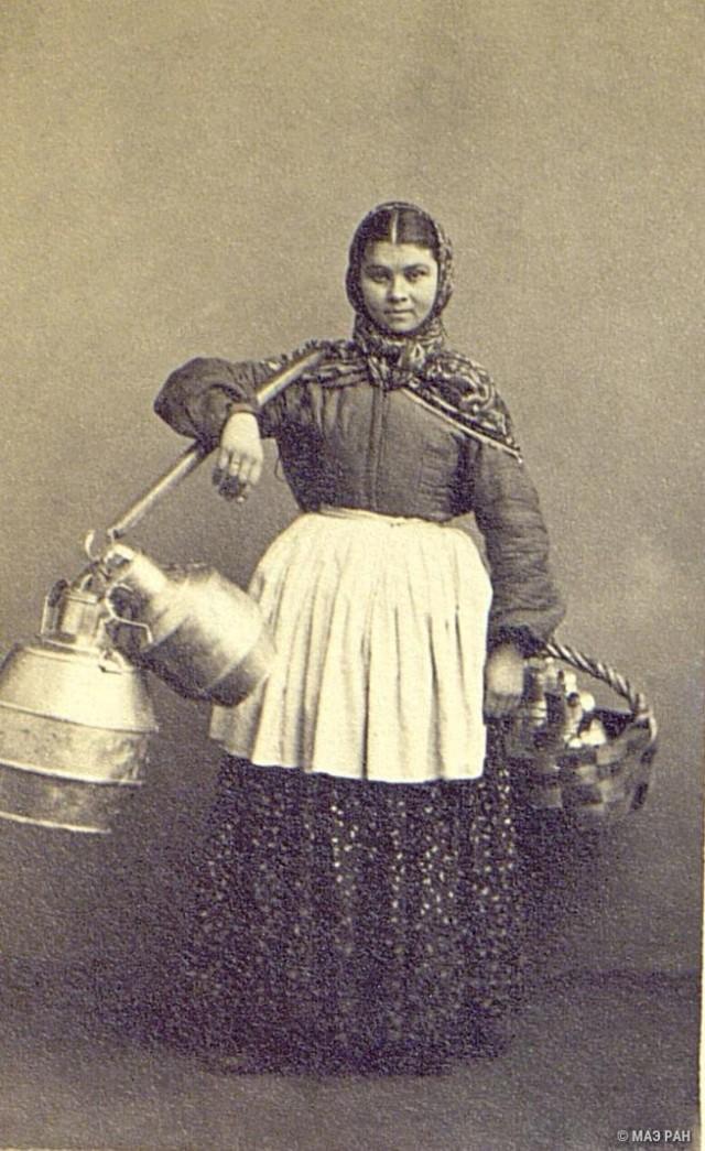 Продавщица молока (охтянка). Санкт-Петербург, 1860-е. Автор В. А. Каррик