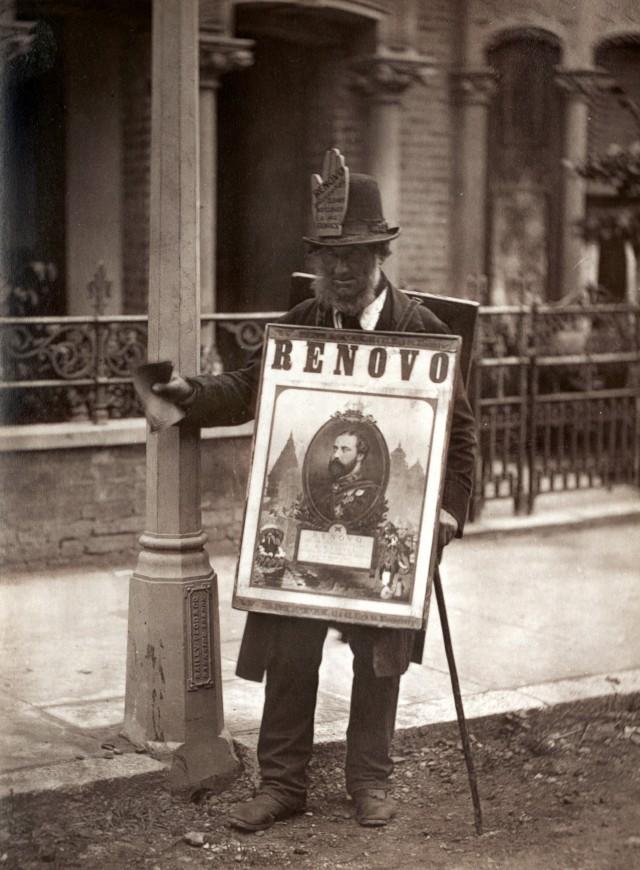 Лондонский человек-плакат, 1877. Автор Джон Томпсон