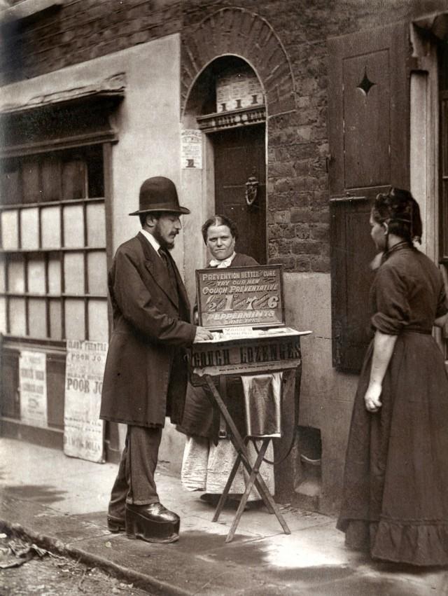 Уличный доктор, 1877. Автор Джон Томпсон