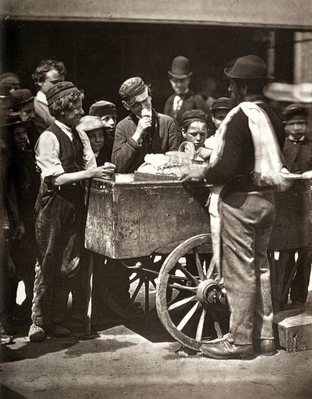 Мороженое за полпенни, 1877. Автор Джон Томпсон