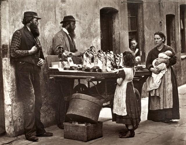 Торговцы галантереей, 1877. Автор Джон Томпсон