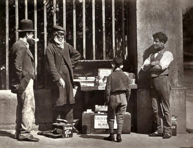 Драма гуталинщика, 1877. Автор Джон Томпсон