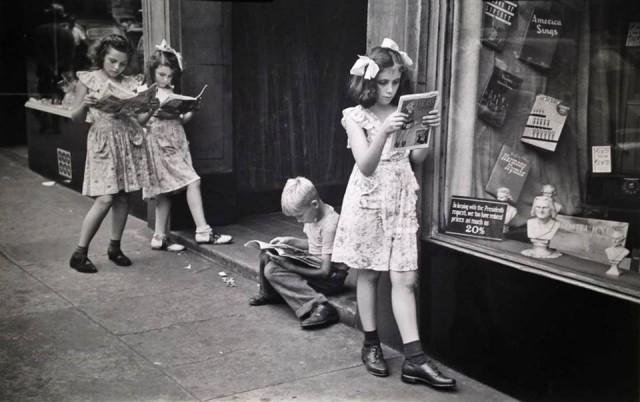 Читатели комиксов, 1947. Фотограф Рут Оркин