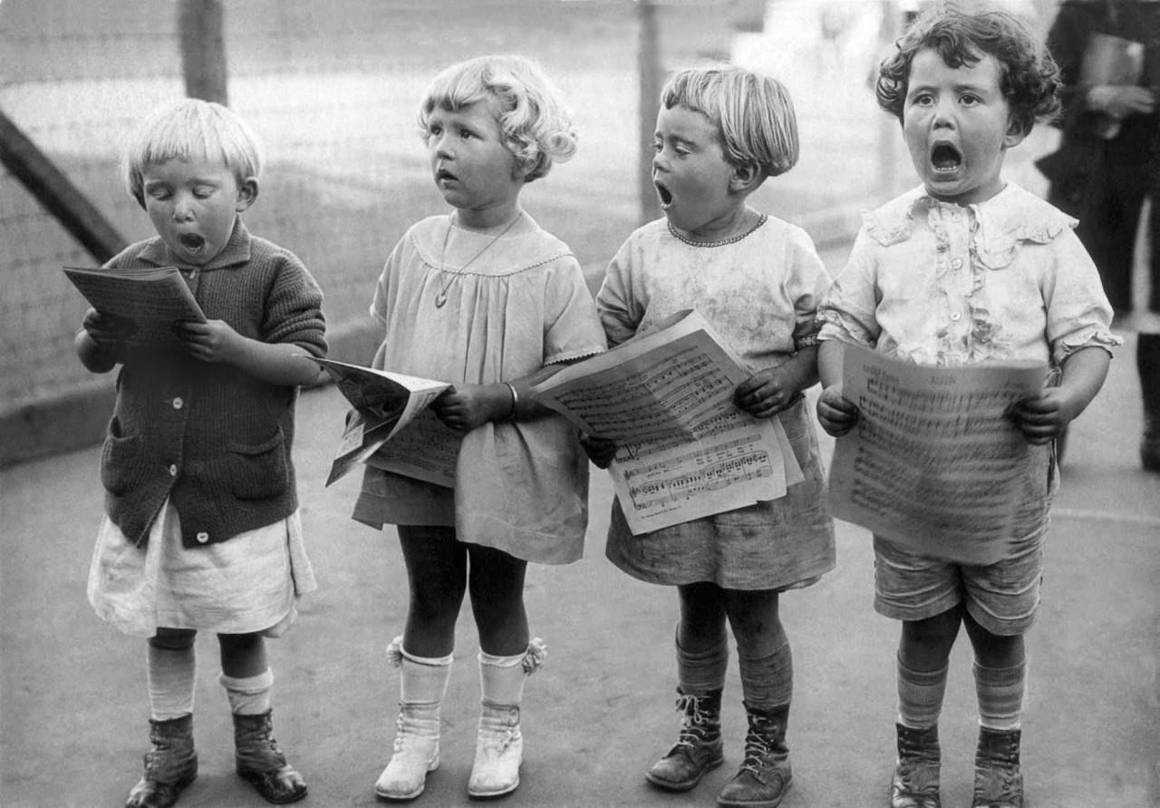 Дети поют песню «Я люблю тебя, Калифорния». Сан-Франциско, 1917. Фотограф неизвестен
