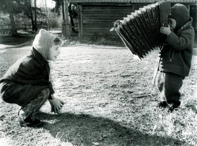 Левушка Поленов снимается у приятеля. Поленово, 1965. Фотограф Ирина Стин