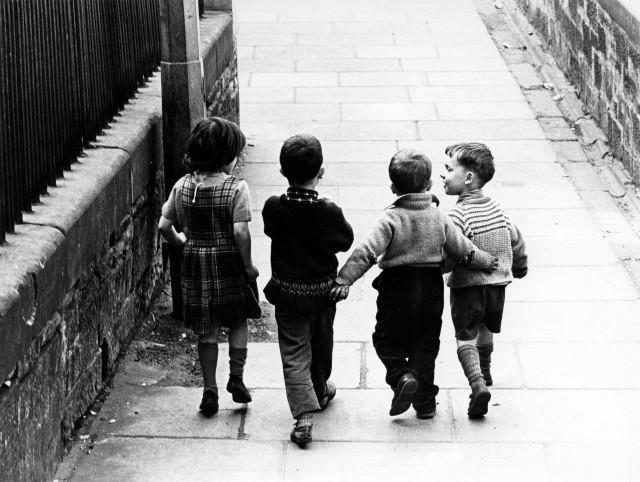 Дети, Эдинбург, 1966. Фотограф Роберт Бломфилд