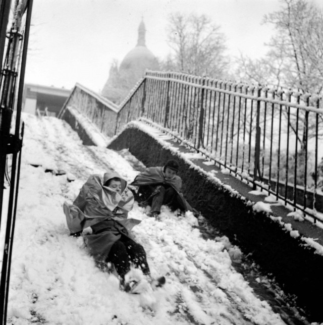 Монмартр, февраль 1958 года. Фотограф Робер Дуано