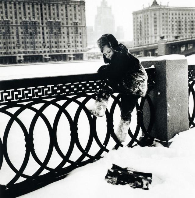 Из серии «Коля живёт в Москве», 1960. Фотограф Дмитрий Бальтерманц