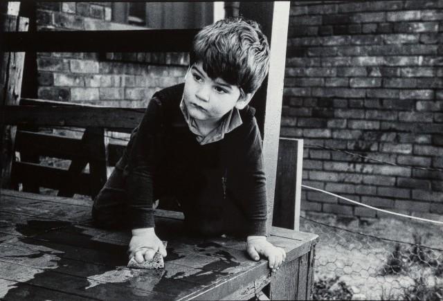 Влажная уборка, 1972. Фотограф Джон Макс