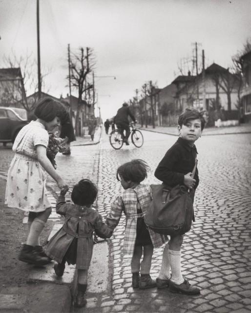 Дети Вильжюифа, 1945. Фотограф Роберт Дуано