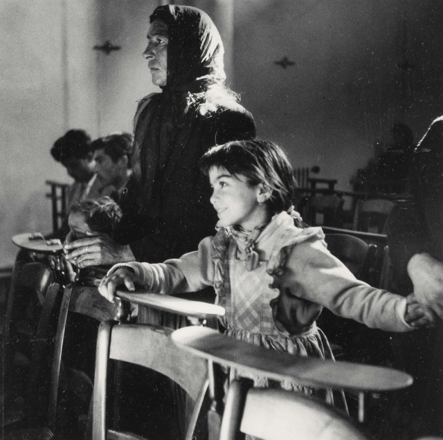 Цыгане в церкви, Канны, 1958. Фотограф Люсьен Клерг
