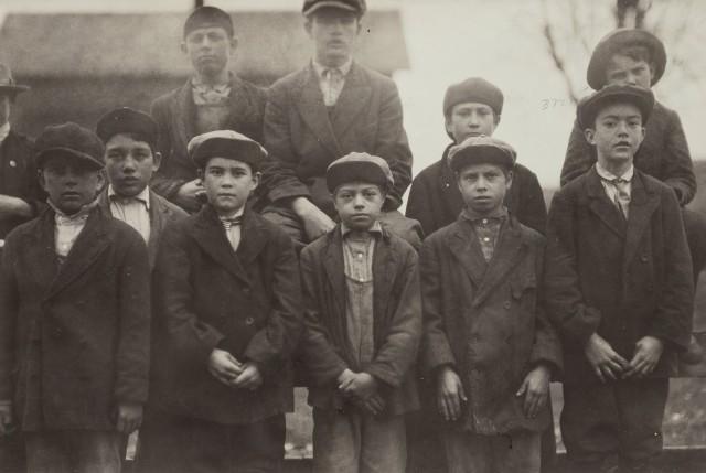 Самые юные рабочие, Мерримак, около 1910 г. Фотограф Льюис Хайн