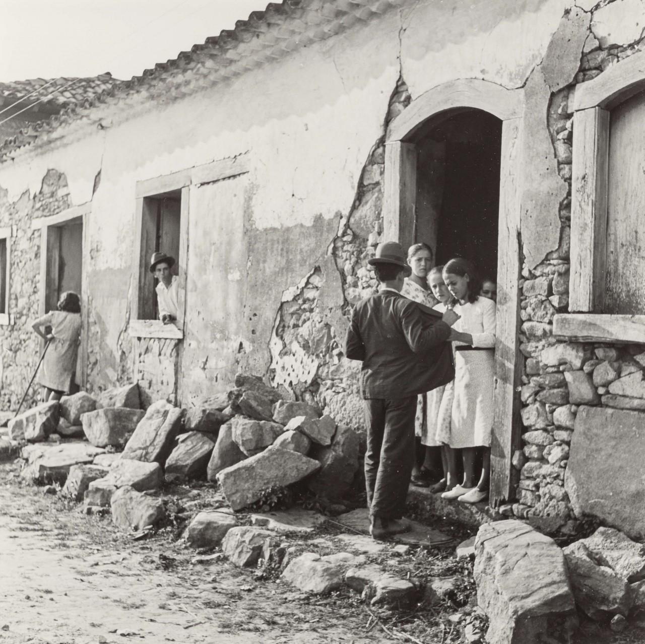 Уличная сцена в деревне, 1942. Фотограф Женевьева Нейлор