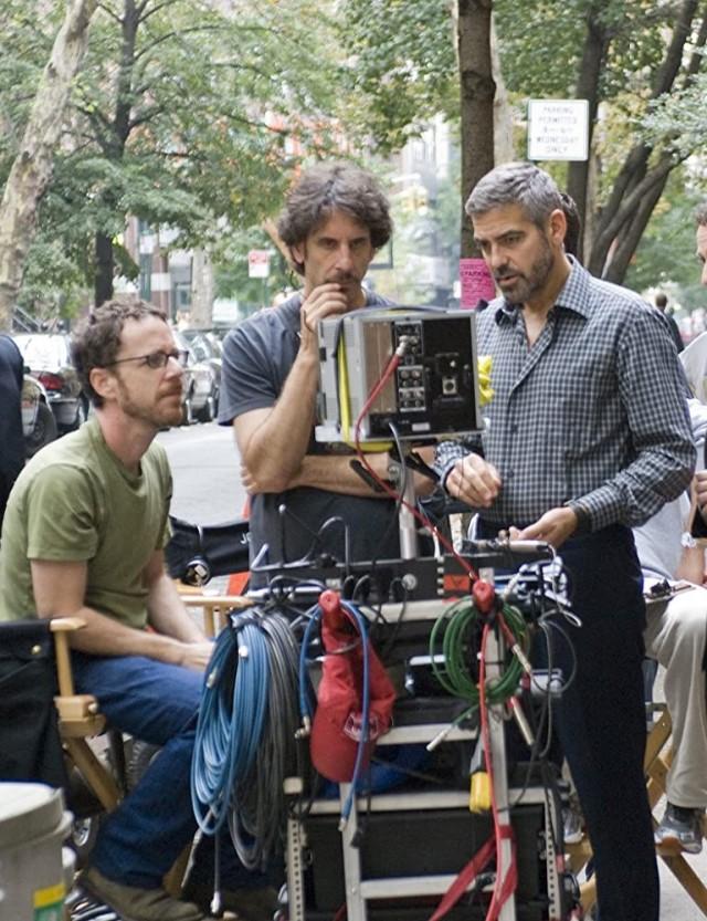 Братья Коэн и Джордж Клуни на съёмках фильма «После прочтения сжечь», 2008