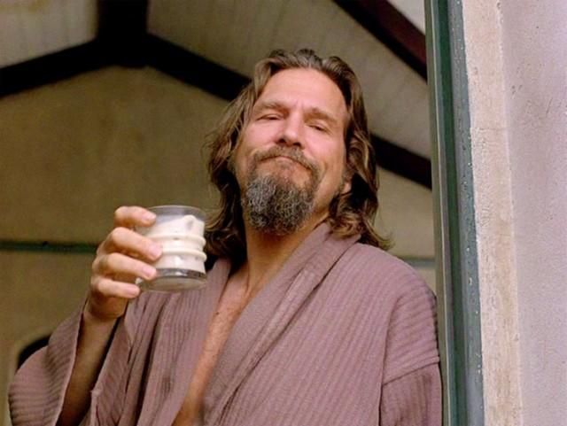 Джефф Бриджес с коктейлем «Белый русский», «Большой Лебовски», 1998