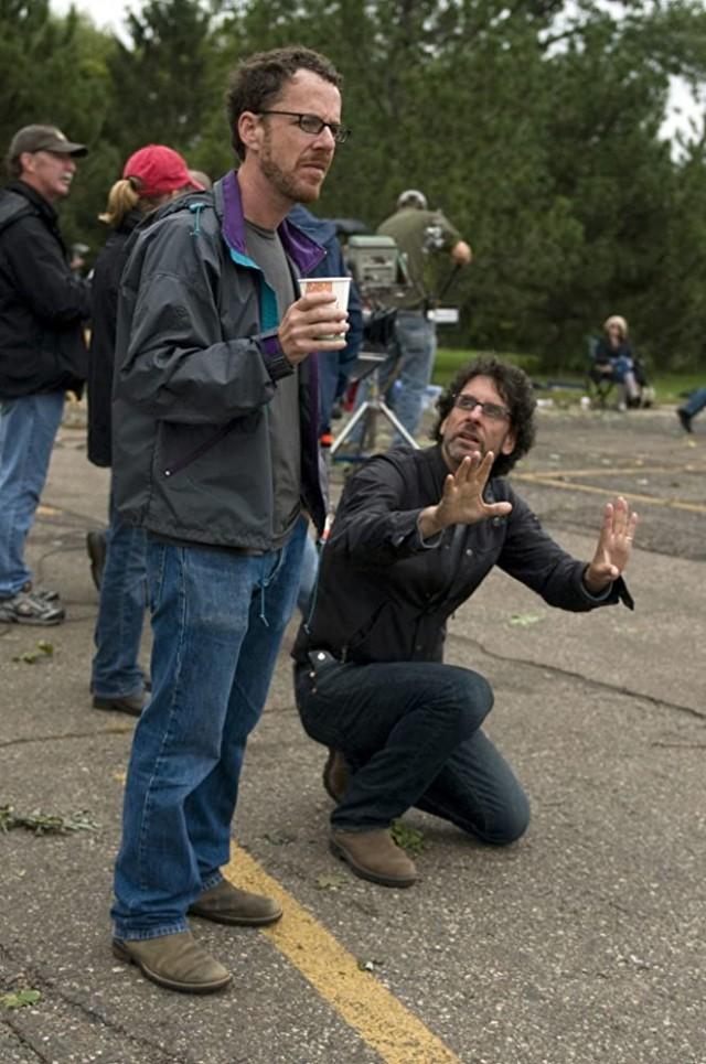Итан Коэн и Джоэл Коэн на съёмках фильма «Серьёзный человек», 2009