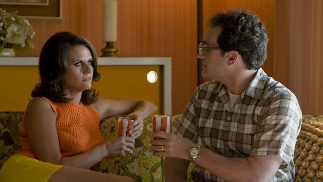 Эми Ландекер и Майкл Стулбарг в фильме «Серьёзный человек», 2009