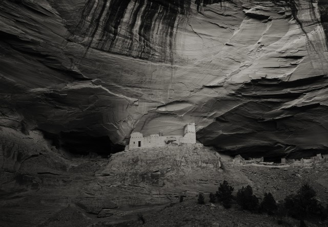 «Белый дом» индейцев-пуэбло, Каньон-де-Шей, Аризона, 1993. Фотограф Кенро Идзу