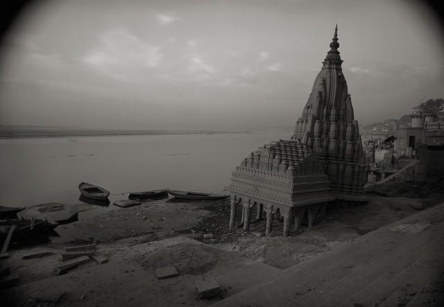 Священный город Варанаси, Индия, 1997. Фотограф Кенро Идзу