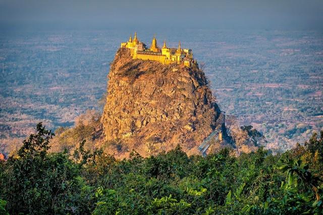 Буддийский монастырь Таунг-Калат, гора Поупа, Мьянма