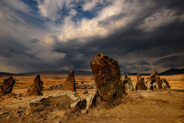 Зорац-Карер (или Караундж). Древний мегалитический комплекс на горном плато в Сюникской области Армении