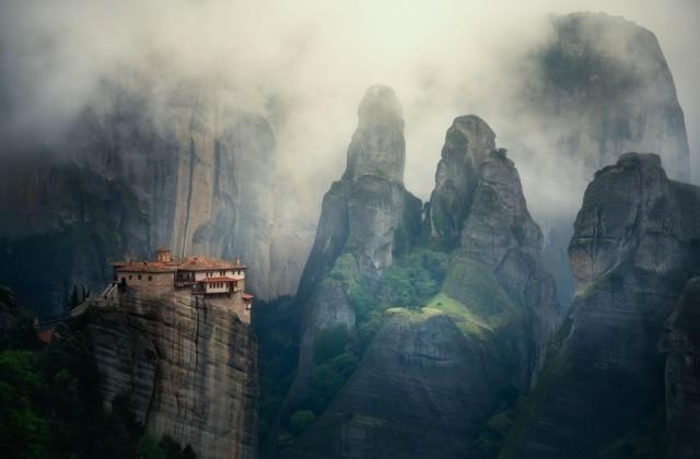 Монастырь Русану (Святой Варвары), один из шести Метеорских монастырей в Греции. Фотограф Веселин Атанасов
