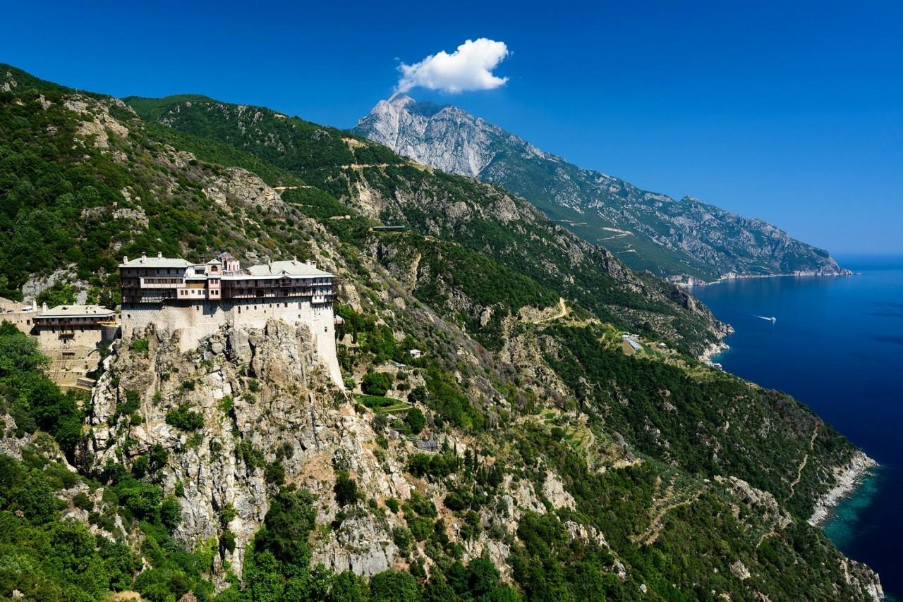 Святая гора Афон – центр православного христианства с 20 монастырями. Фотограф Хартмут Криниц