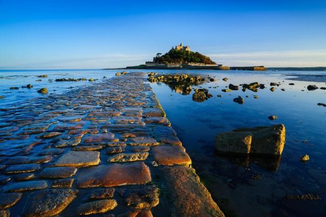 Сент-Майклс-Маунт (St Michael's Mount, Гора святого Михаила). Приливный остров с основанным в 12-ом веке монастырём, Великобритания. Фотограф Хартмут Криниц
