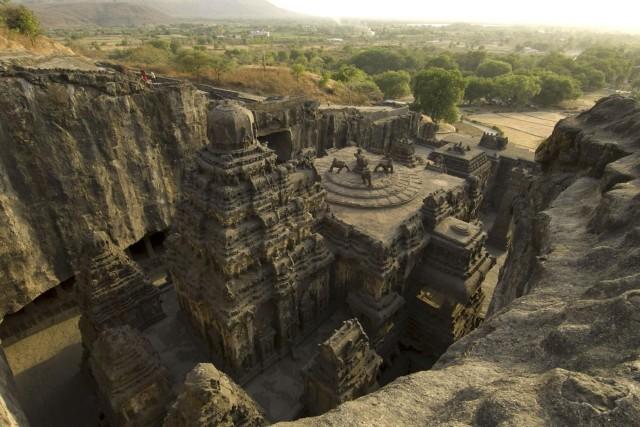 Скальный храм Кайласанатха в Эллоре, Индия. Фотограф Брюс Дэйл
