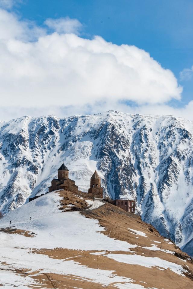 Троицкая церковь в Гергети у подножья Казбека, Грузия. Фотограф Юлия Пасечная