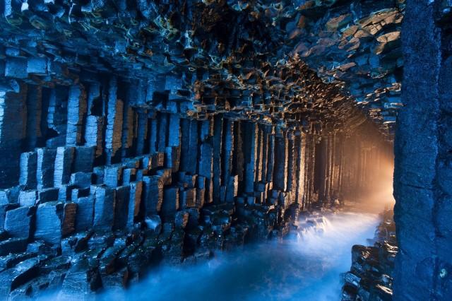 Фингалова пещера на острове Стаффа, Внутренние Гебридские острова. Фотограф Джим Ричардсон
