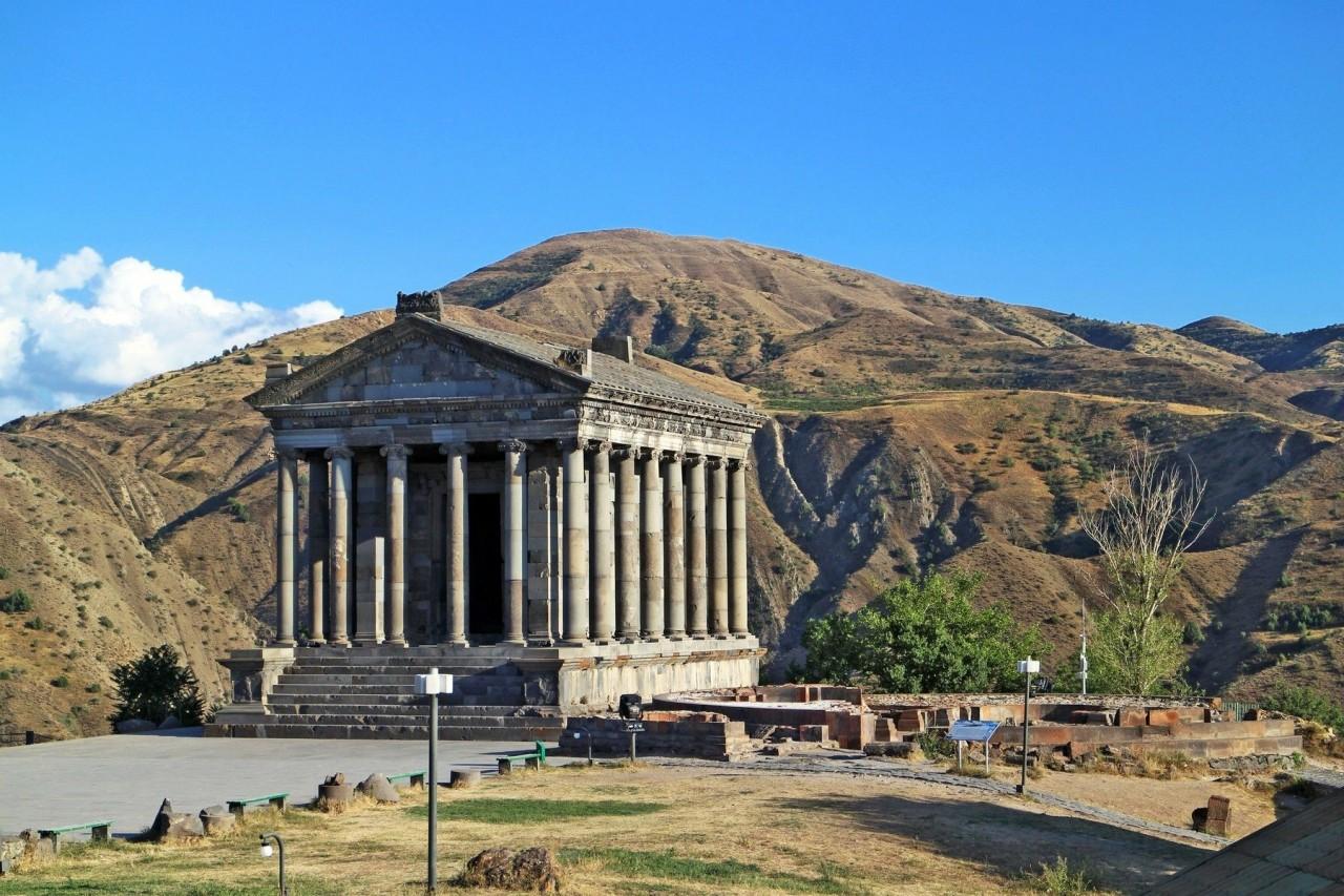Языческий храм в Гарни, построенный в I веке нашей эры царём Трдатом I. Котайкская область, долина реки Азат, Армения