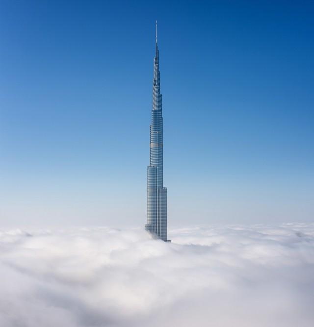 Бурдж-Халифа над туманом