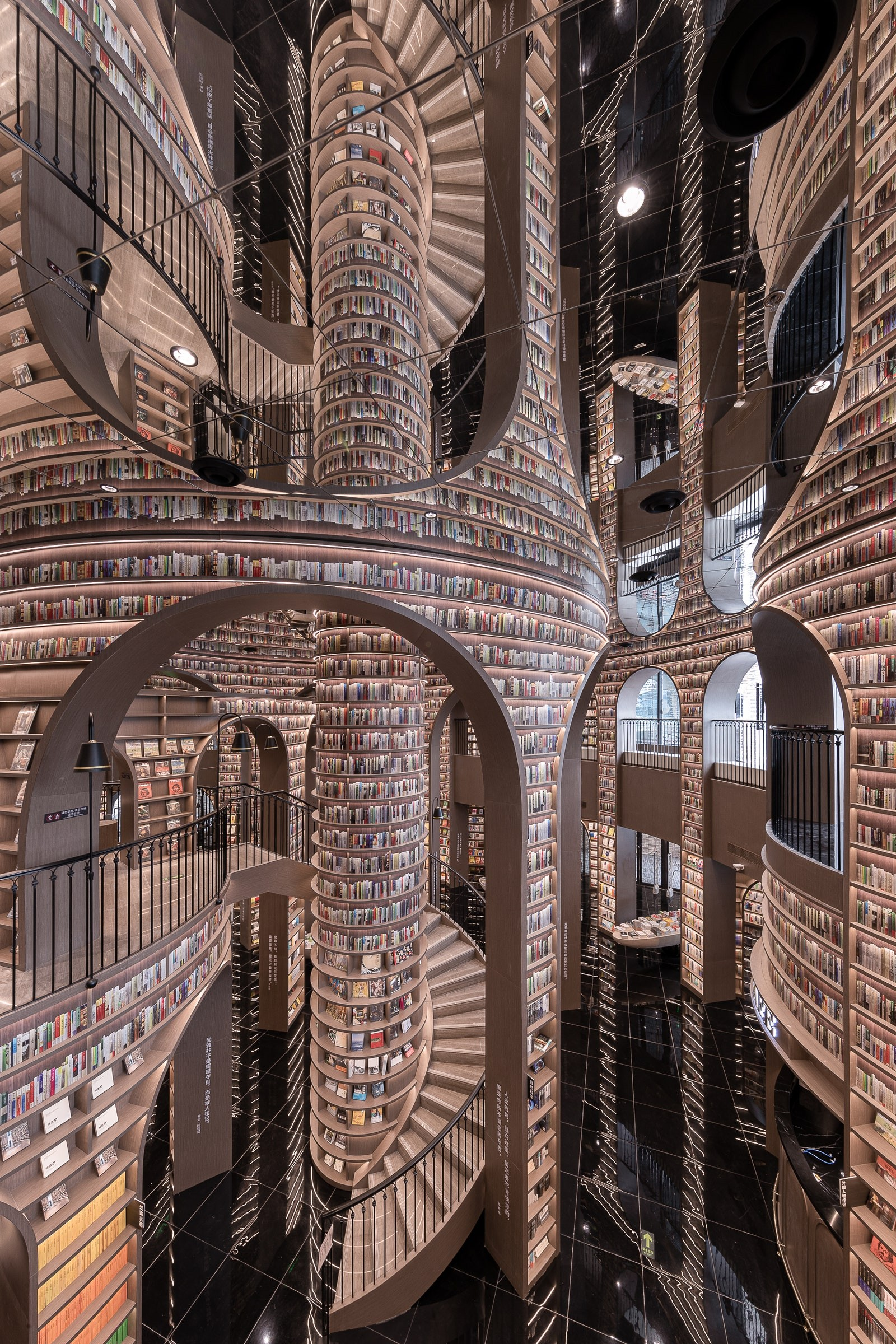 Книжный магазин в Дуцзянъянь, Китай