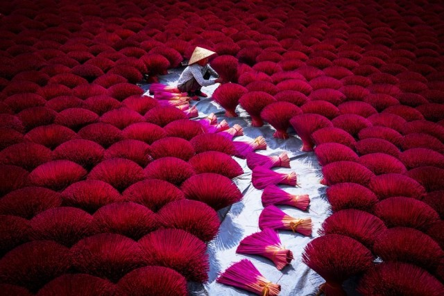 Сушка благовоний во Вьетнаме. Фотограф Тач Фам