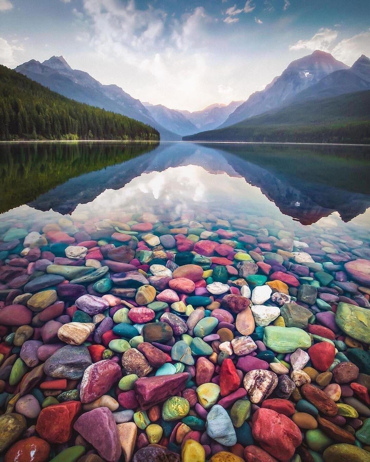 Озеро Макдональдс в Национальном парке Глейшер, штат Монтана. Фотограф @davidmrule