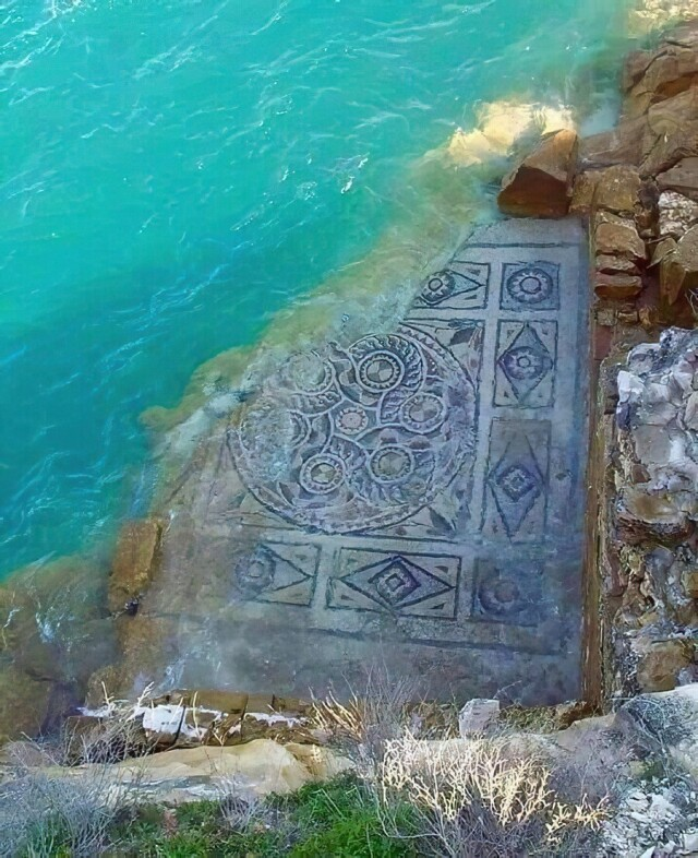 2000-летняя римская мозаика, омываемая водами Евфрата, Зевгма, Турция