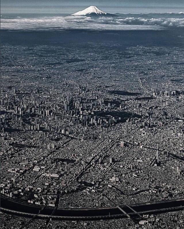 Есть города, есть мегаполисы и есть Токио