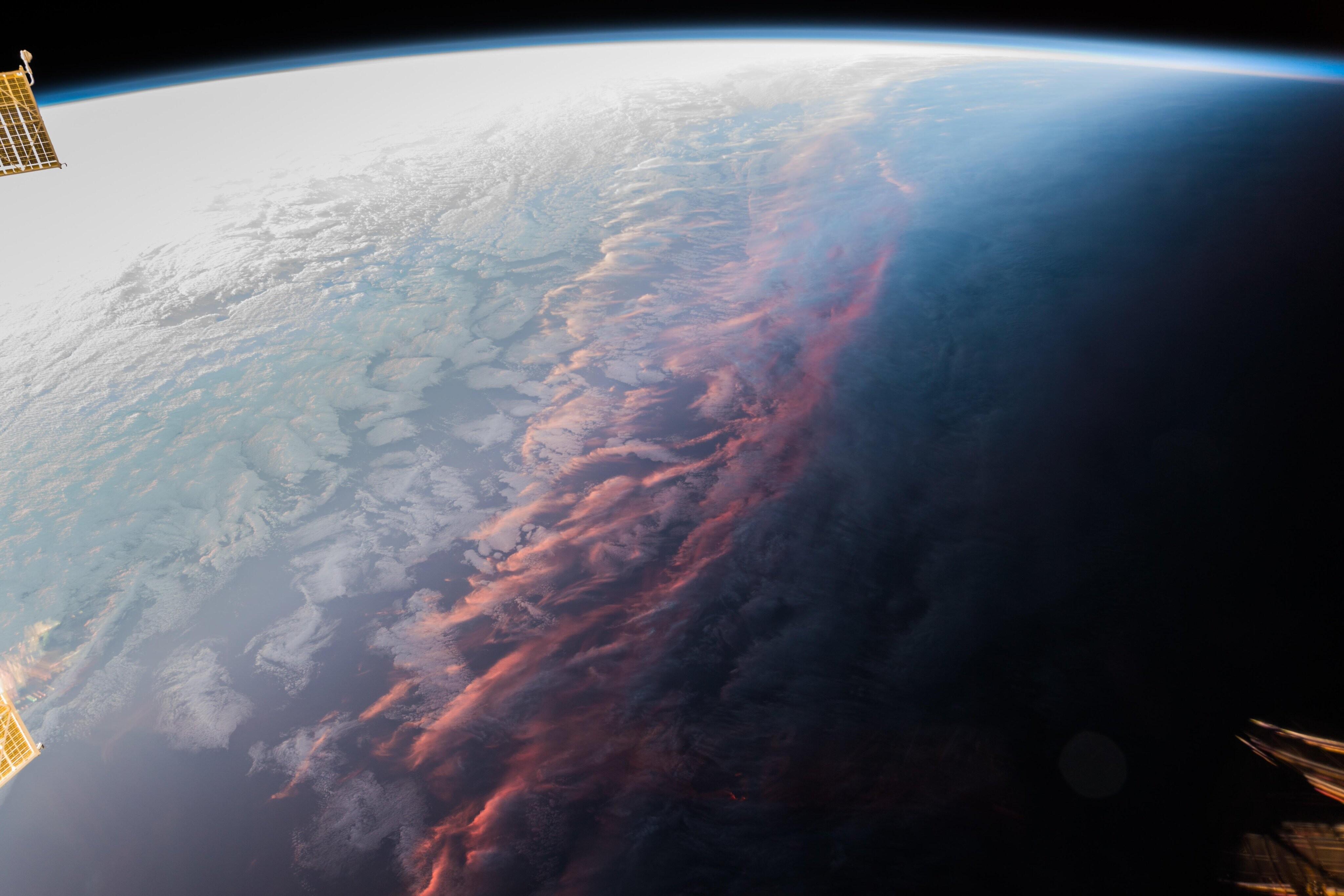 Закат на Земле, вид из космоса. Автор Александр Герст