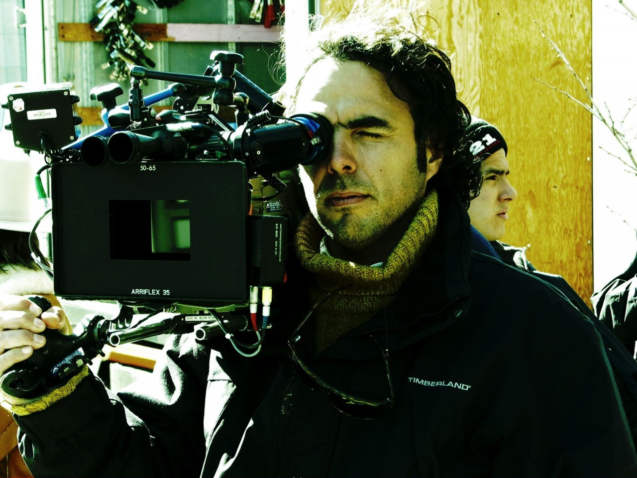 Алехандро Гонсалес Иньярриту на съёмках фильм «21 грамм», 2003