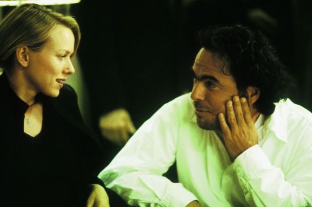 Наоми Уоттс и Алехандро Гонсалес Иньярриту на съёмках фильма «21 грамм», 2003