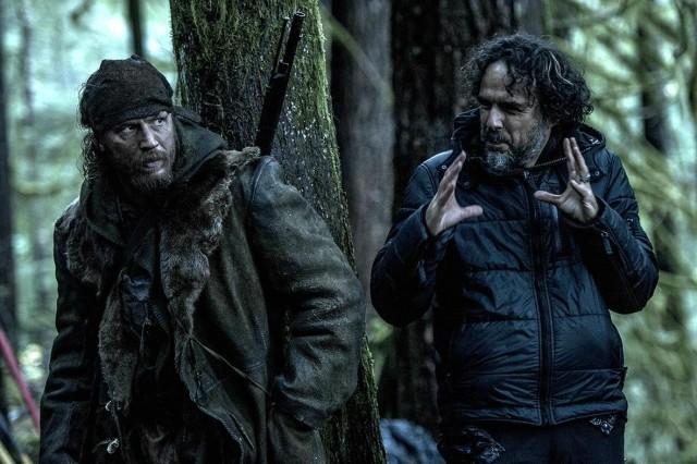 Том Харди и Алехандро Г. Иньярриту на съёмках «Выжившего», 2015