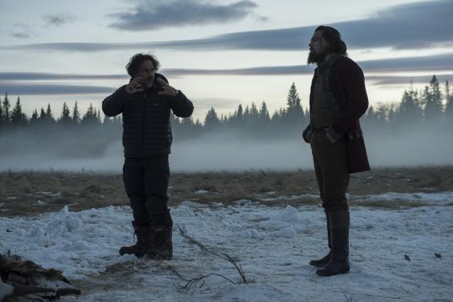 Алехандро Г. Иньярриту и Леонардо Ди Каприо на съёмках «Выжившего», 2015