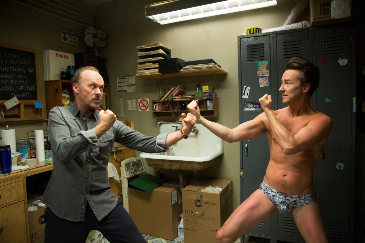 Майкл Китон и Эдвард Нортон на съёмках «Бёрдмэна», 2014