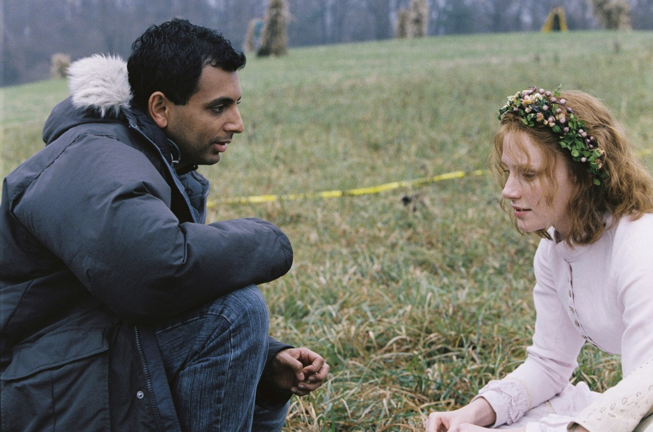 Брайс Даллас Ховард и М. Найт Шьямалан на съёмках фильма «Таинственный лес», 2004