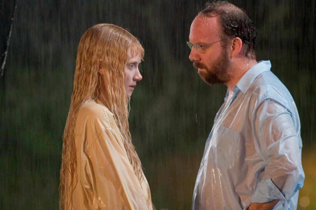 Пол Джаматти и Брайс Даллас Ховард в фильме «Девушка из воды», 2006