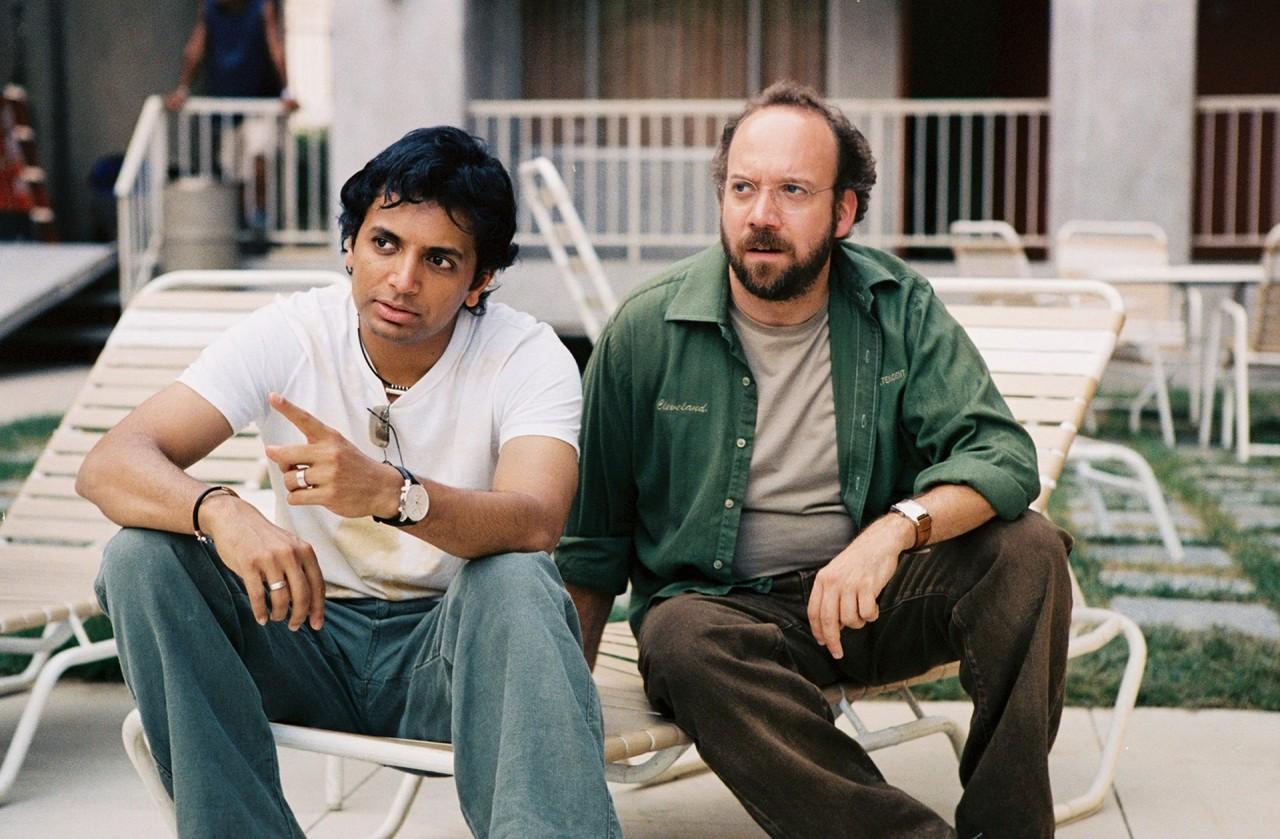 Пол Джаматти и М. Найт Шьямалан на съёмках фильма «Девушка из воды», 2006