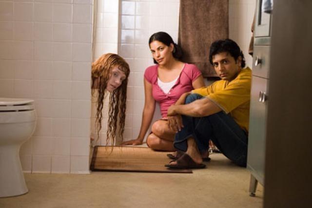 Сарита Чудхури, Брайс Даллас Ховард и М. Найт Шьямалан на съёмках фильма «Девушка из воды», 2006